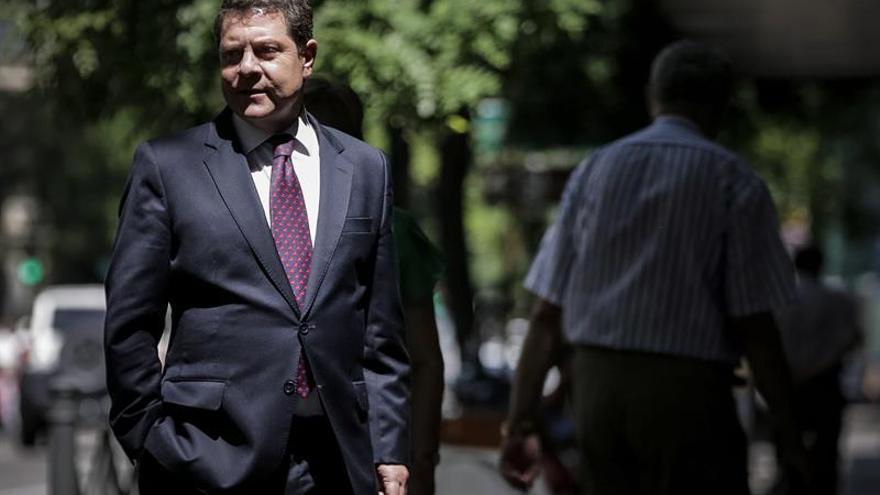 """García Page: Pedro Sánchez tiene """"margen de maniobra"""" para hablar con Rajoy"""