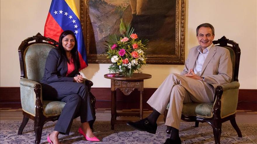 Zapatero se reúne en Caracas con la canciller venezolana