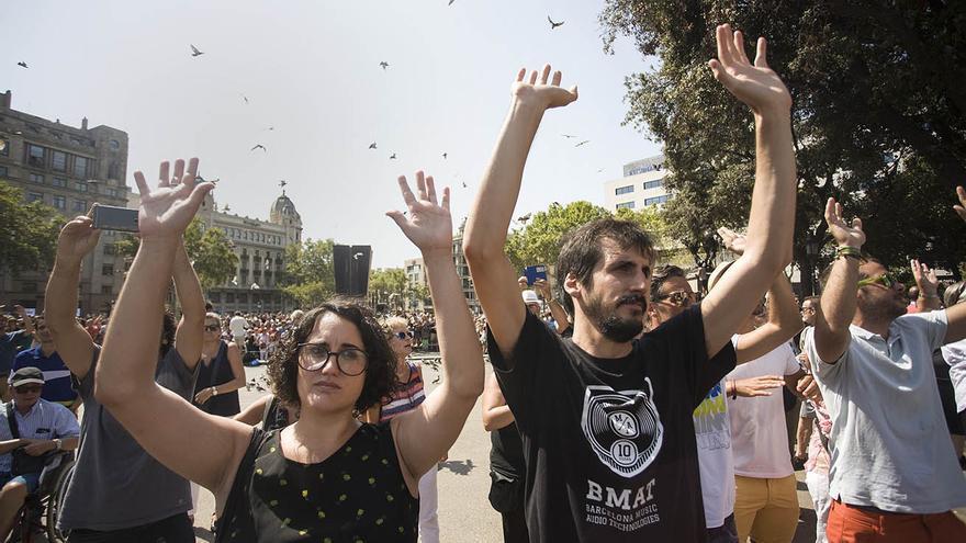 Instantes de la concentración celebrada en plaça Catalunya