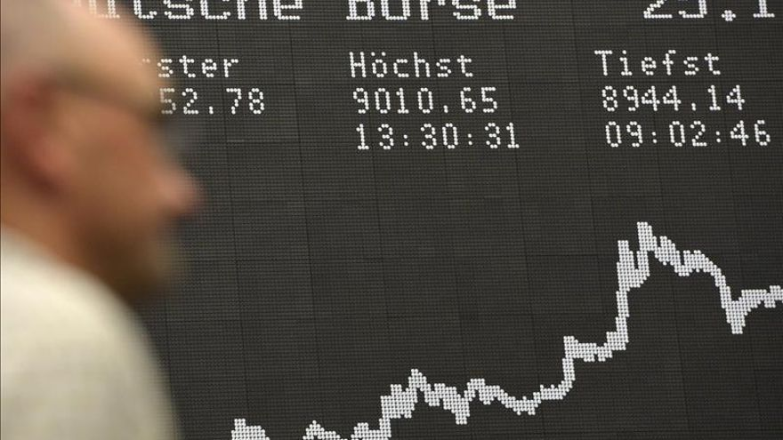 El DAX 30 alemán baja un 0,06 por ciento en la apertura, hasta los 9.035,02 puntos