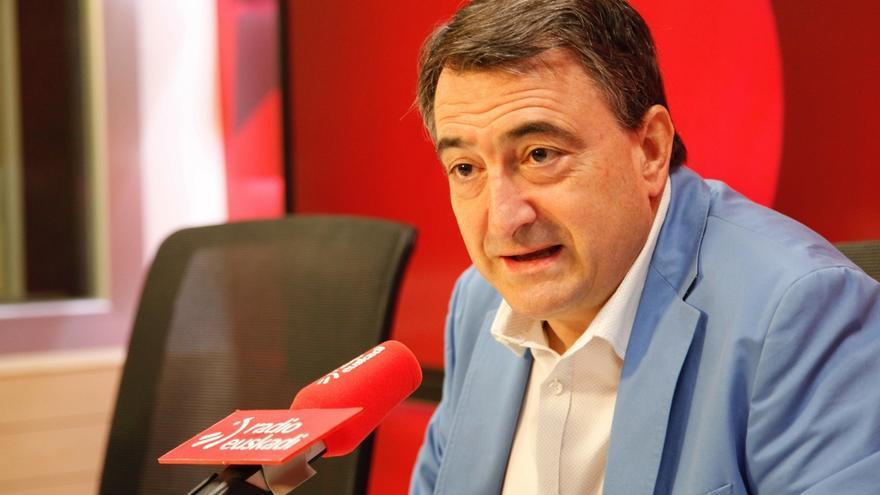 """Esteban (PNV) dice que reconducir conversaciones para la investidura va a exigir a PSOE y Podemos """"tragar algún sapo"""""""