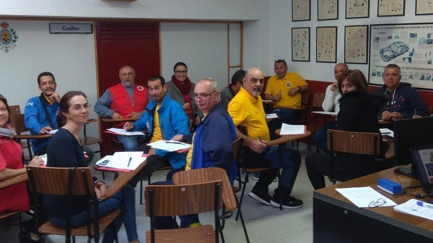 En la imagen, los participantes en los cursos.