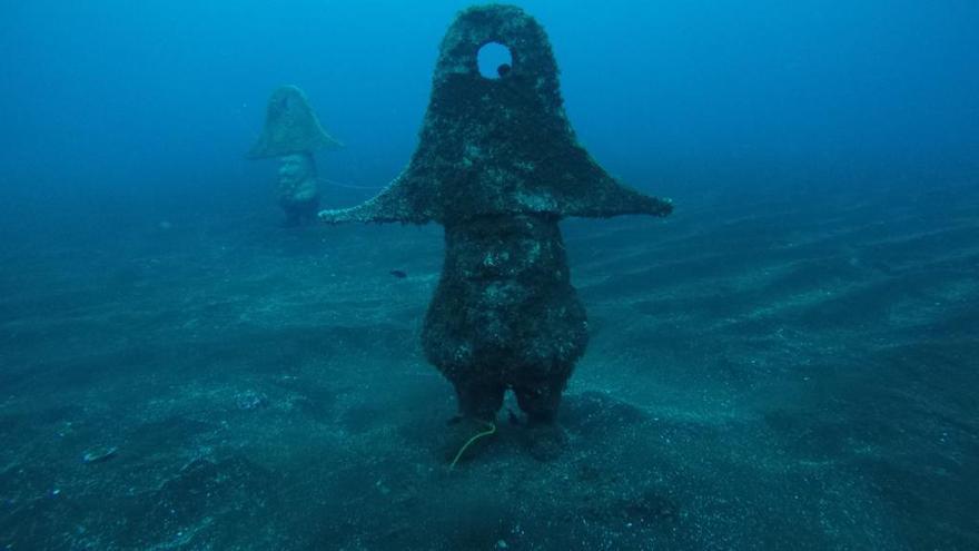 Estudian trasladar las figuras de los enanos submarinos a una zona más accesible para no usar botella de oxígeno