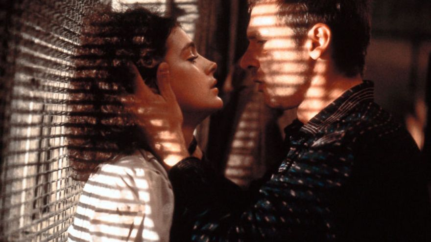 Rick Deckard (Harrison Ford) y Rachael (Sean Young) en 'Blade Runner'