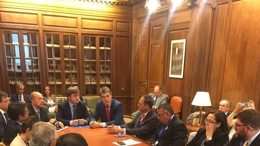 Podemos se ausenta de una reunión de la Comisión de Justicia del Congreso con magistrados en el exilio