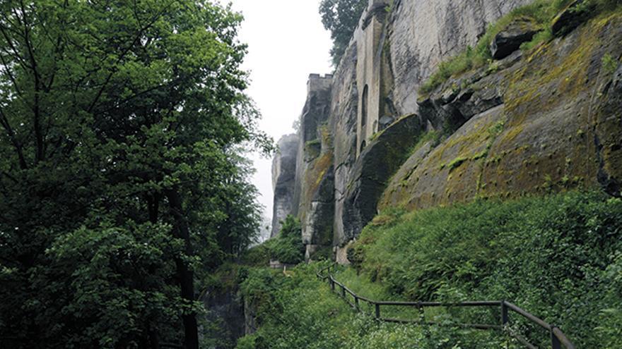 Camino de acceso a la Chimenea Abratzky.