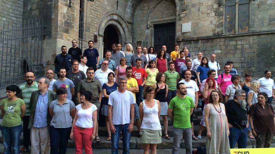 CUP pide a Puigdemont reunir a JxSí, SíQueEsPot, ECP y PSC para un referéndum unilateral
