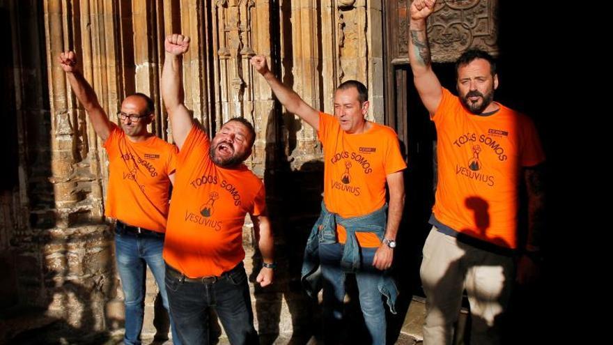 Trabajadores de Vesuvius, encerrados en la catedral