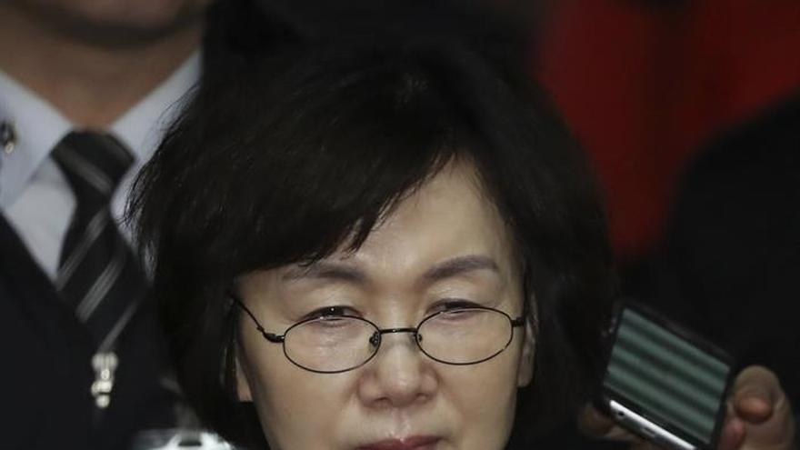 La expresidenta surcoreana se persona en la fiscalía para ser interrogada