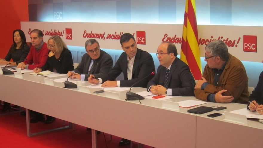 Iceta ofrece a Cataluña un referéndum constitucional y lo prioriza a una consulta pactada