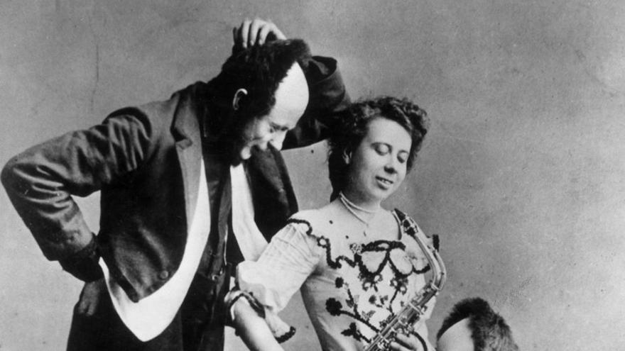 Joe y Myra Keaton con su hijo Buster, al que a menudo hacían pasar por enano para eludir la ley