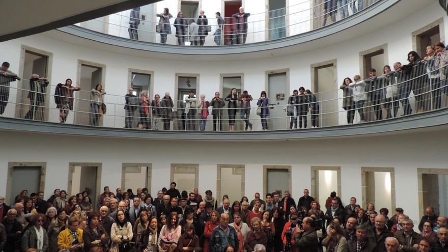 Asistentes a la inauguración de las exposiciones sobre la memoria de la cárcel lucense
