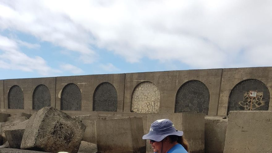 Imagen de un campaña informativa realizada en la playa del Puerto de Tazacorte.