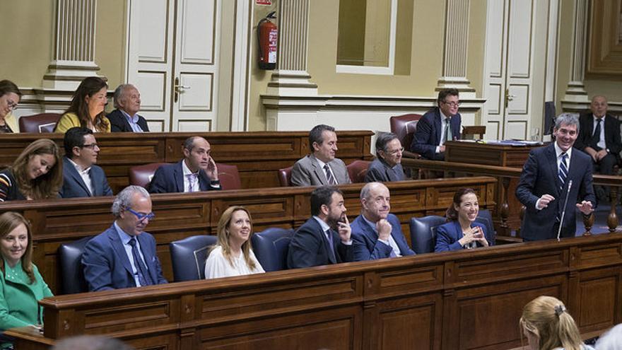 Fernando Clavijo, en el pleno del Parlamento de Canarias. (Presidencia del Gobierno / Manuel Lérida)