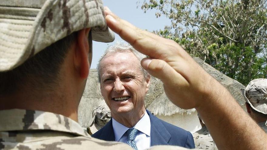 El ministro español de Defensa llega a Mali para ceder el mando de la misión europea al Eurocuerpo
