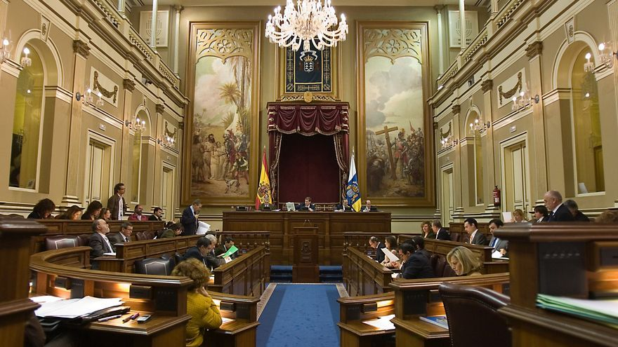 Detalle del Parlamento de Canarias durante una sesión plenaria.