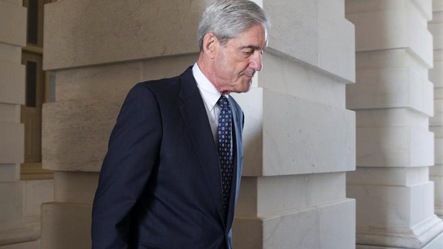 Exlegisladores republicanos y exfiscales piden a Trump no despedir a Mueller