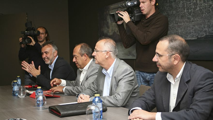 Ángel Víctor Torres, Julio Cruz Hernández, Francisco Hernández Spínola y Nicolás Jorge, en la negociación para el pacto entre CC y el PSOE (ALEJANDRO RAMOS)