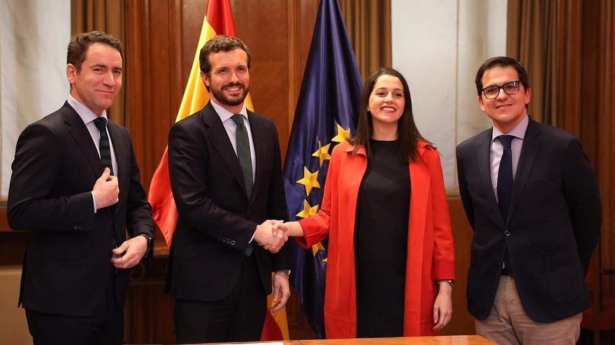Casado y Arrimadas se felicitan del pacto en Euskadi en favor del constitucionalismo