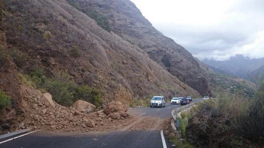 En la imagen, desprendimiento provocado por el temporal este domingo, 19 de octubre, en la carretera de El Time.