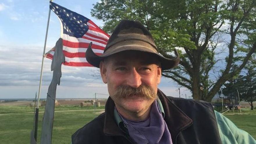 Trent Loos, un granjero conservador de 50 años del centro de Nebraska, en su foto de Facebook.