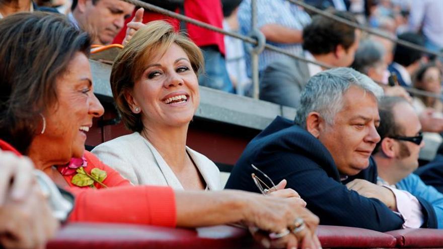 Cospedal: Sánchez ayuda ardientemente a que Podemos sea un referente de izquierdas