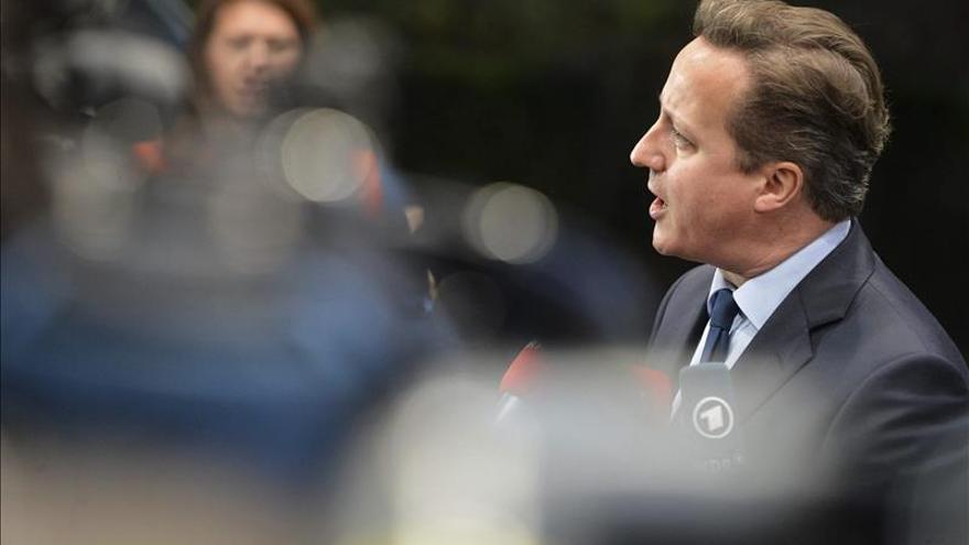 El primer ministro británico David Cameron atiende a la prensa / EFE