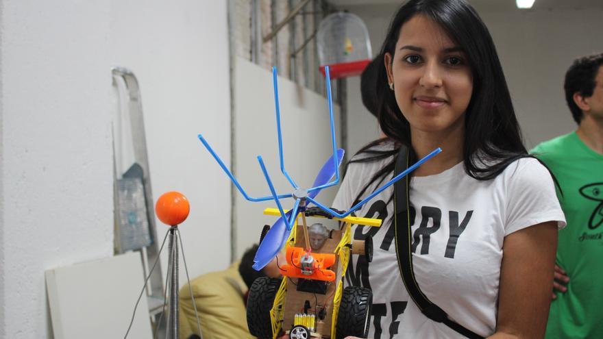 Diana ha participado en Hebocon con un robot que movía unas aspas cual ventilador