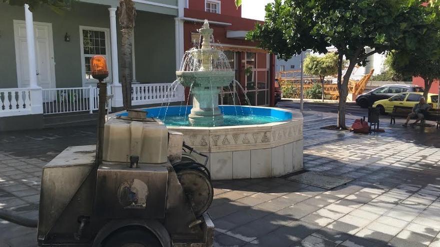 Imagen de la operación de limpieza llevada a cabo en la zona de El Retamar tras la celebración de la fiesta de San Martín. Foto: Ayuntamiento de Los Llanos.