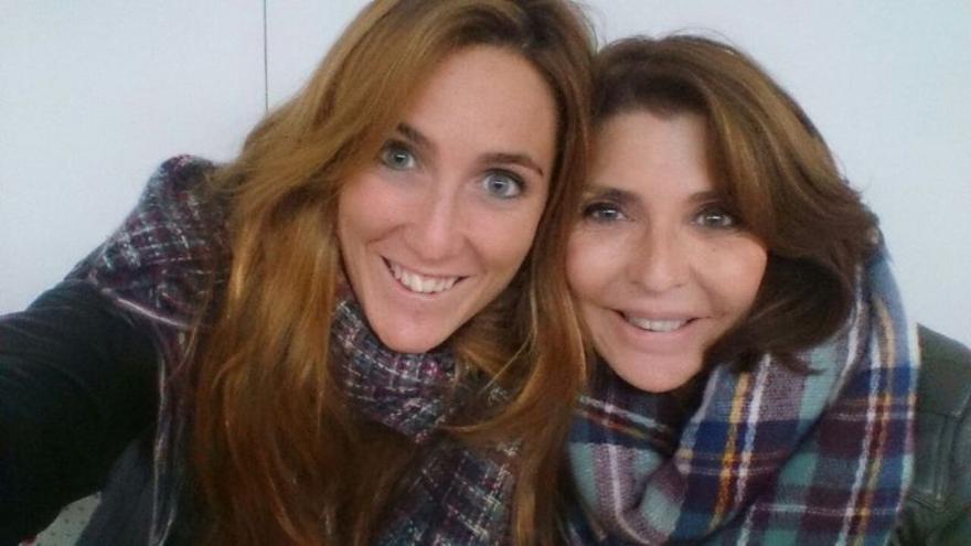Yolanda y su hija Carlota.