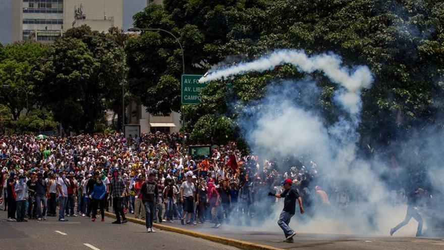 Venezuela cumple una semana de protestas con decenas de heridos y detenidos