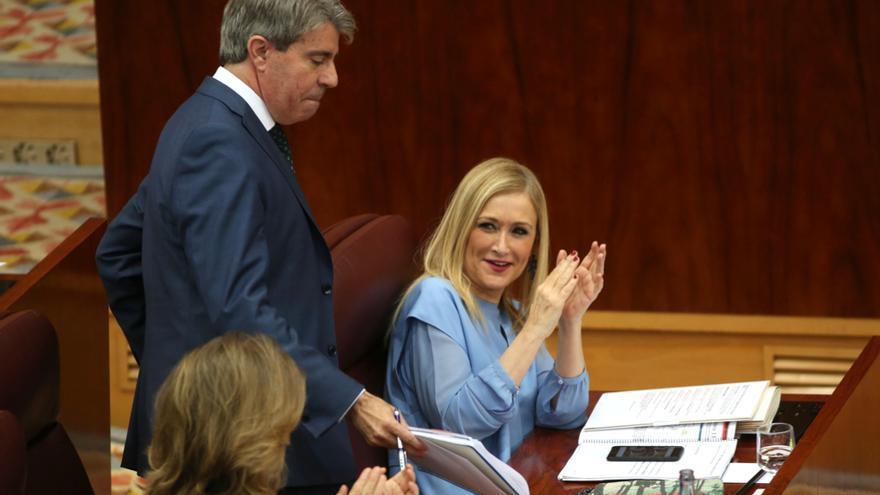 Ángel Garrido y Cristina Cifuentes durante el debate de la moción de censura