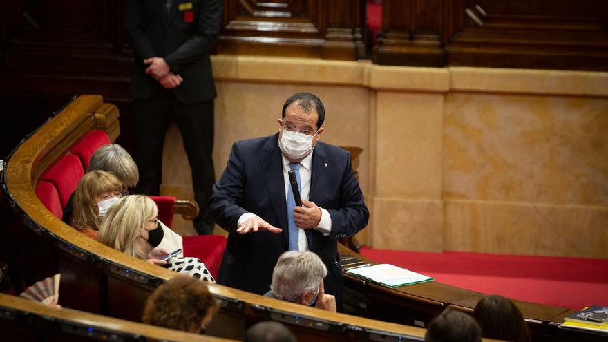 El conseller de Interior de la Generalitat, Joan Ignasi Elena, interviene durante una sesión plenaria en el Parlament de Catalunya, a 21 de julio de 2021, en Barcelona, Catalunya (España). Durante el Pleno, el conceller de Economía ha anunciado que el Gov