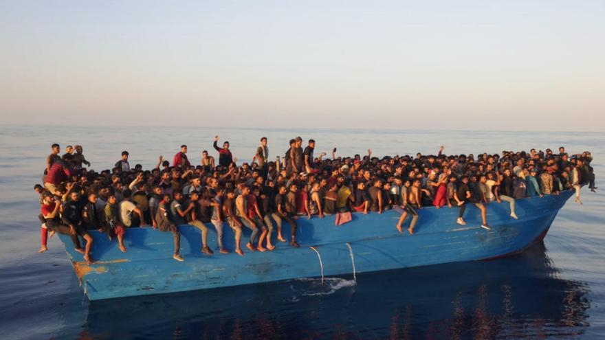 Llegan 539 migrantes en una barcaza a la isla italiana de Lampedusa