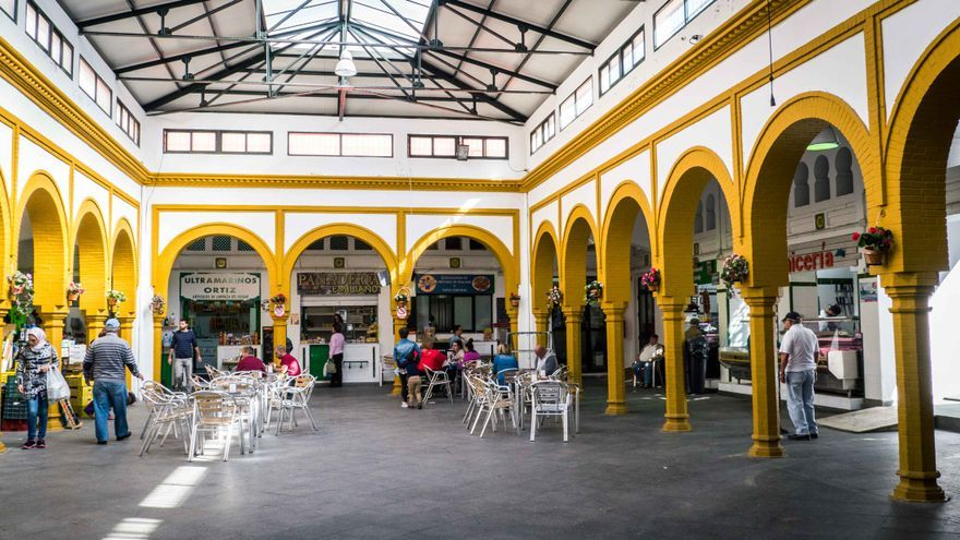 Mercado de Abastos, de arquitectura neomudéjar.