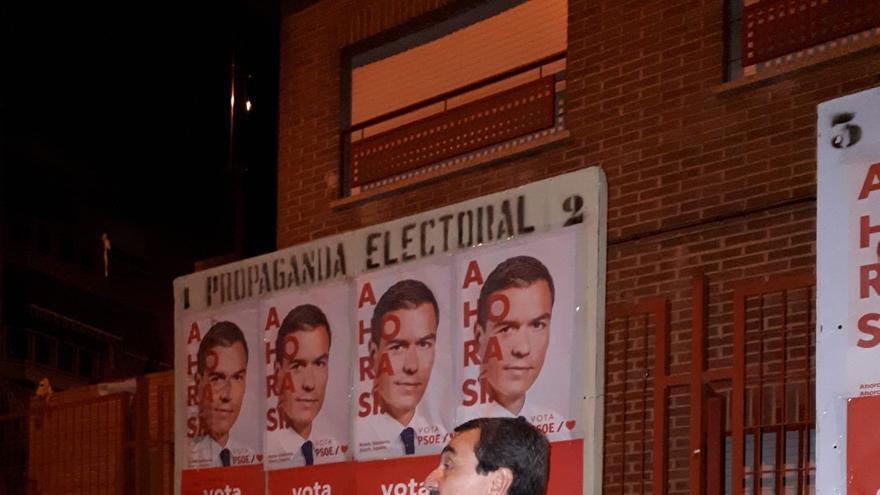 Ataque a los socialistas de Santo Ángel en la pegada de carteles al grito de ¡Viva Vox!