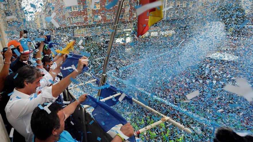 Miles de personas se concentraron el pasado viernes en la Plaza del Ayuntamiento para celebrar el tradicional chupinazo.
