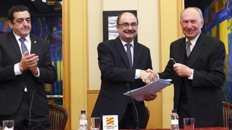 En el centro el presidente de Aragón, Javier Lamban, y a la derecha el de BonÁrea, Jaume Alsina.