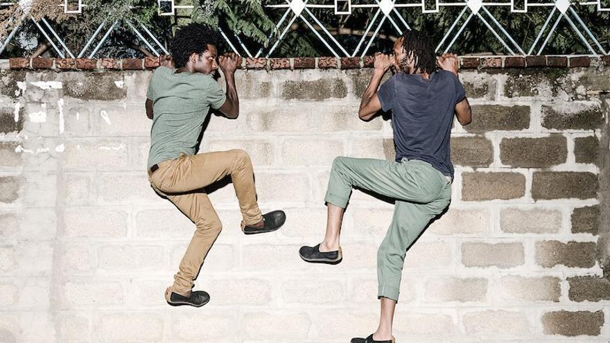 Junaid Jemal Sendi y Addisu Demissie integran DESTINO Dance Company.