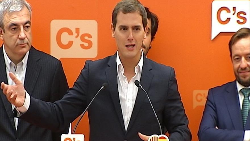 Rivera dice a Albiol que le correspondería a C's liderar un gobierno alternativo al independentismo