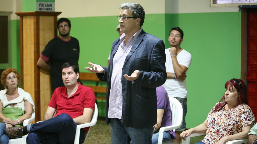 El primer teniente de alcalde y miembro del Consejo Insular de Podemos en Gran Canaria, Javier Doreste, en una asamblea del partido. (ALEJANDRO RAMOS)