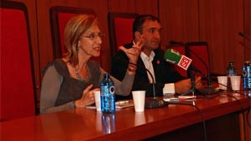 Rosa Díez durante la conferencia que dio en Tenerife. (ACFI PRESS)