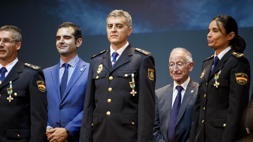 """Amat felicita a las Fuerzas de Seguridad del Estado por """"velar por los intereses"""" de los almerienses"""