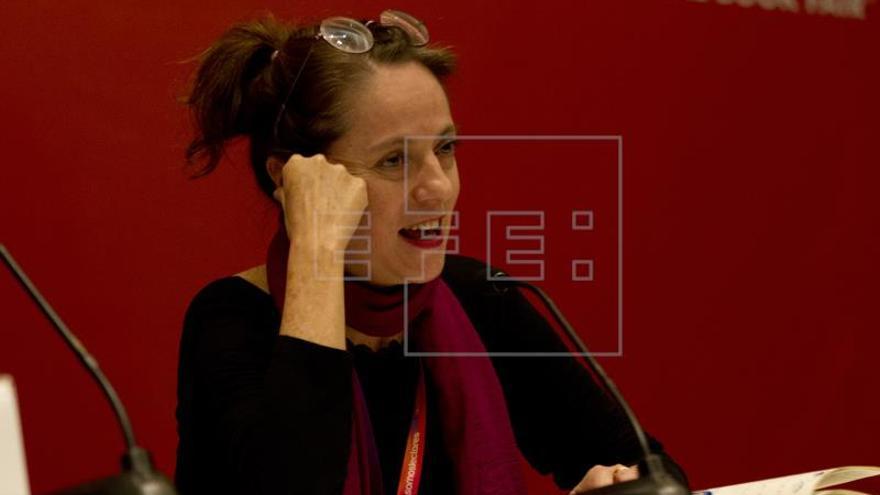 """Marta Sanz: """"Nuestra democracia es hoy ese emperador que va desnudo"""""""
