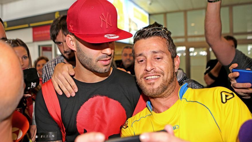 Llegada de Jesé al aeropuerto de Gran Canaria. Alejandro Ramos.
