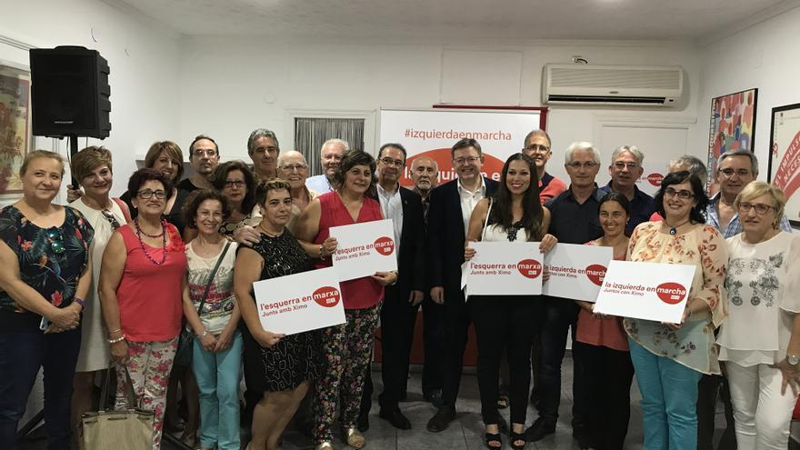 El candidato a las primarias a la Secretaría General del PSPV-PSOE, Ximo Puig, con militantes en la localidad alicantina de Sax.