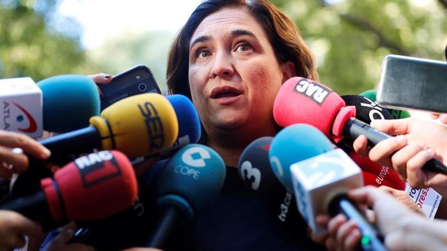"""Colau denuncia las """"ausencias"""" de los líderes soberanistas presos en la Diada"""