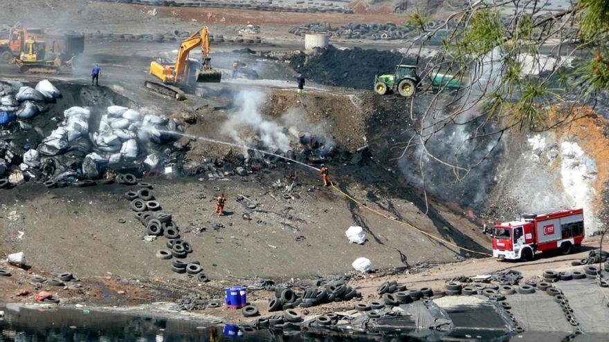 Incendio en el vertedero tóxico de Nerva. / Ecologistas en Acción