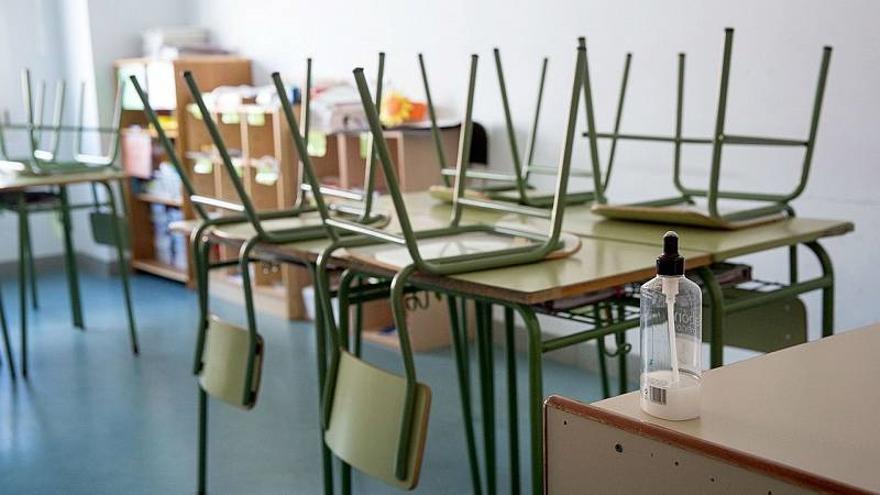 El disparo de los contagios y la falta de medidas ponen en peligro la vuelta a las aulas a dos semanas de que empiece el curso
