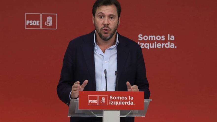 """Óscar Puente pide a Puigdemont que deje el """"espectáculo"""" y no dañe a España"""